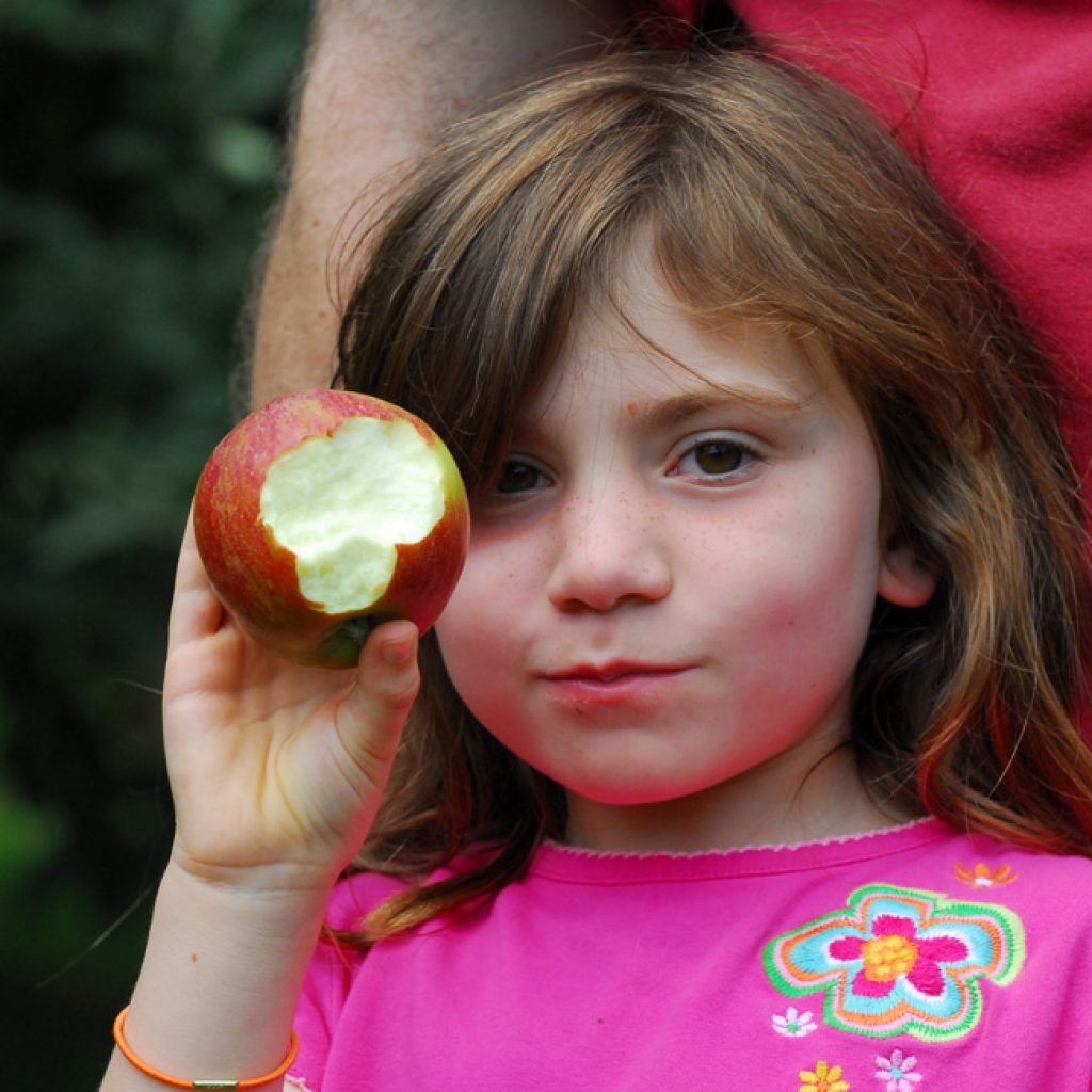 youth_devlopment_girl_biting_apple